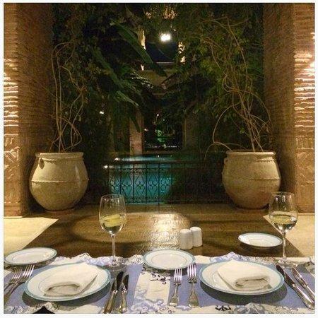 Tigmiza - Suites & Pavillons: diner (très) romantique...