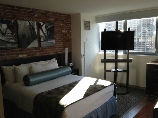 Wyndham Grand Chicago Riverfront: Comfy and spacious bed!