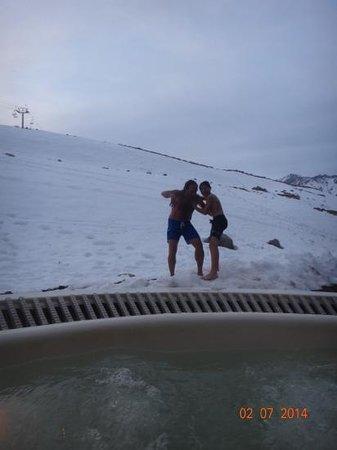 Virgo Hotel and Spa - Las Lenas: jugando en la nieve