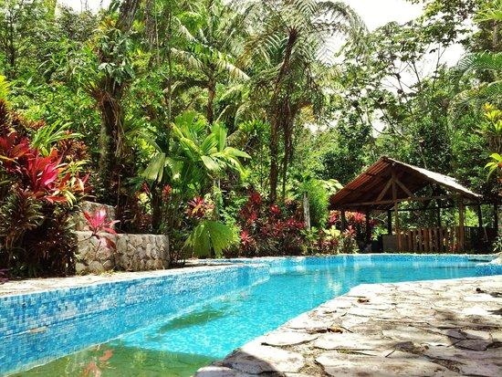 Princesa de la Luna Eco Lodge: One of two pools