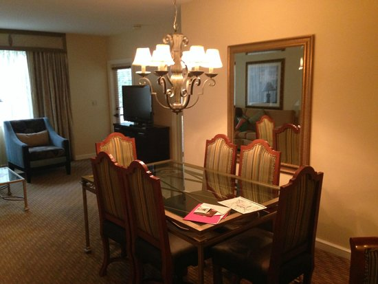 Marriott's Grande Vista: 2 br villa dining room