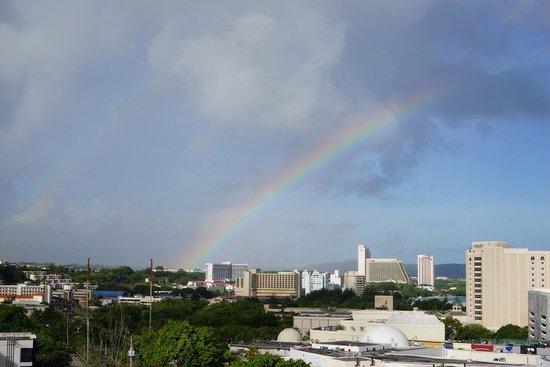 Guam Plaza Hotel: 7階の部屋から虹発見