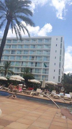 Sirenis Hotel Goleta & Spa: At the pool area