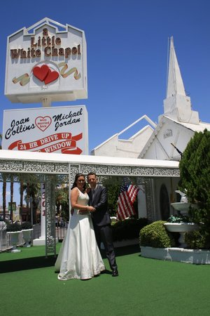A Little White Chapel Wedding Photo