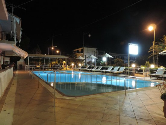 Xenia Apartments: Swimming pool