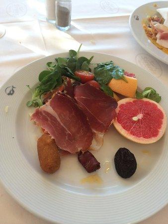 Sirenis Hotel Goleta & Spa: Parma ham, salad, fresh fruit, etc for breakfast