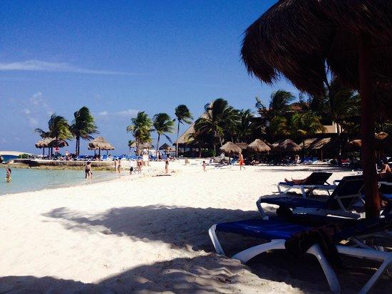 Dreams Puerto Aventuras Resort & Spa: Beach