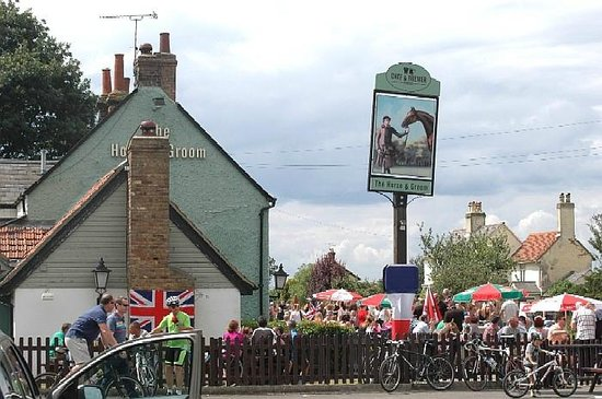 Horse & Groom by A1060 near Writtle : what a busy day right on route of Tour de France 7th July