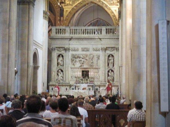 Meu selfie rss picture of santuario della santa casa for Interno della casa