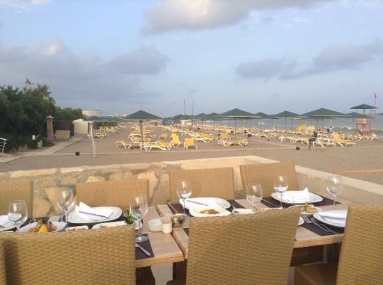 Hotel Riu Kaya Belek: at the bbq retaurant on the beach!