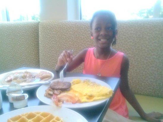 Hilton Garden Inn Charlotte Airport: Kemi enjoying the breakfast at the Hilton Garden Inn