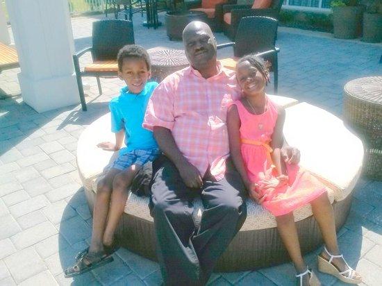 Hilton Garden Inn Charlotte Airport: The Godo Family relaxing by pool