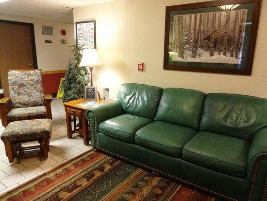 Super 8 Grand Rapids: Lobby