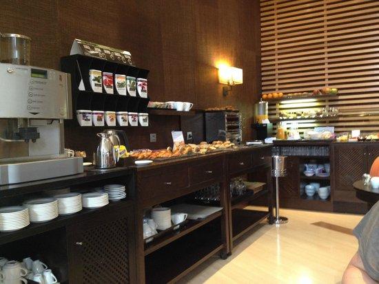 NH Collection León Plaza Mayor: Breakfast room