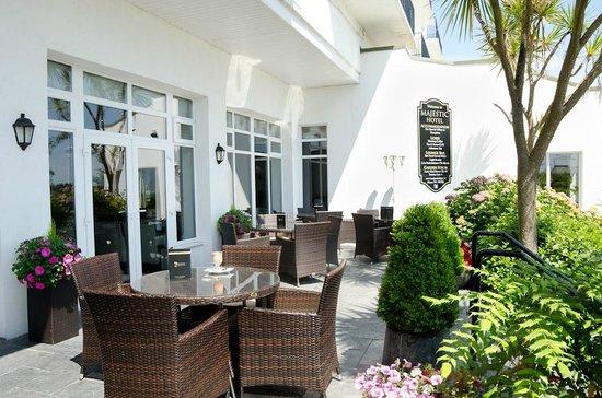 Majestic Hotel: Patio area