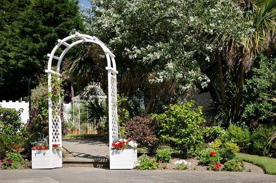 Majestic Hotel: Garden area