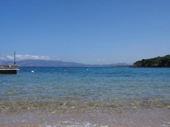 Hotel Capo D'Orso Thalasso & Spa: view from hotel beach