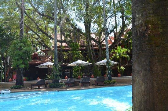 Royal Phawadee Village: Pool