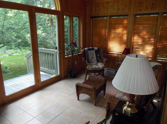 Blueberry Ridge Bed and Breakfast : Sunroom