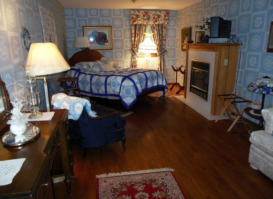Blueberry Ridge Bed and Breakfast : Fireside Guest Room