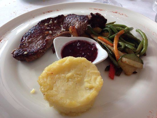 Le Parc: Filet de bœuf, légumes croquants et purée de pommes de terre, sauce à l'échalote
