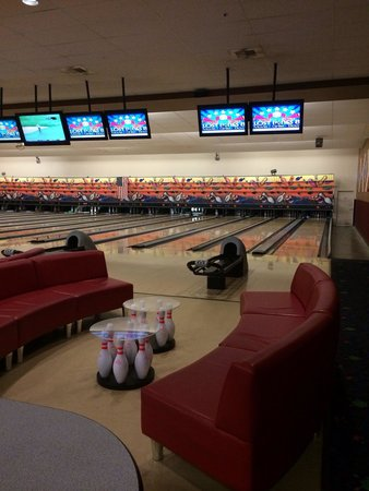 Schulman Theatres Lost Pines 8: Bowling Alley