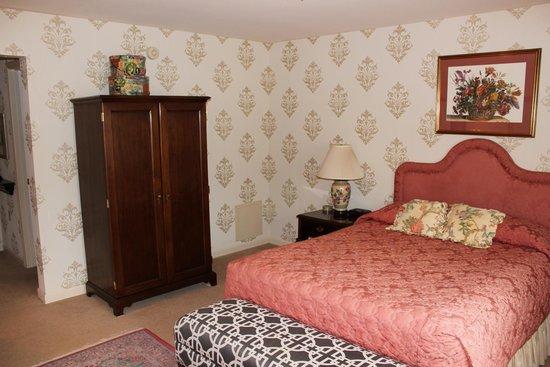 Carnegie Inn & Spa: Armoir
