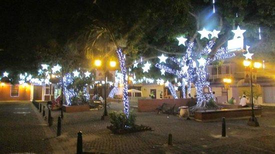 Plaza de San Diego: Vista Nocturna