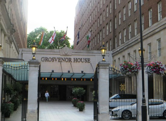 Grosvenor House, A JW Marriott Hotel : entrance