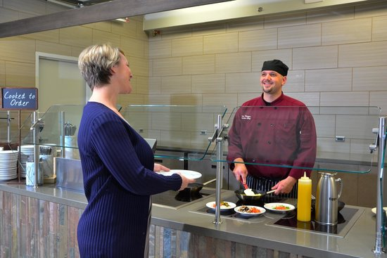 Embassy Suites by Hilton Denver Stapleton: Cooked-to-order Breakfast
