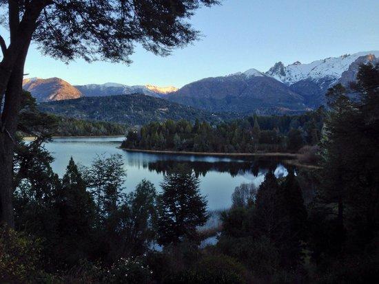 Bellevue Salon de Ta & Queso Pan y Vino: Foto del lago Moreno desde la ventana de Bellevue.