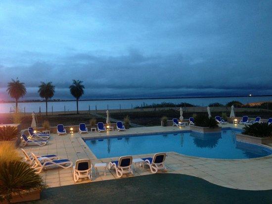 Condado Hotel Casino Paso de La Patria: Vista do Rio Parana e Piscinas