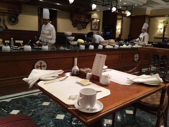 The Oberoi Grand: Breakfast restaurant