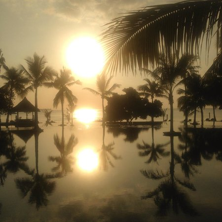 The Oberoi, Lombok: Sunset over the infinity pools