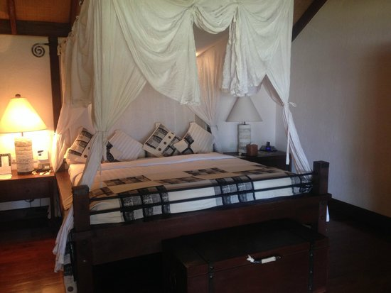 The Oberoi, Lombok: Our bed with the requested mosquito net