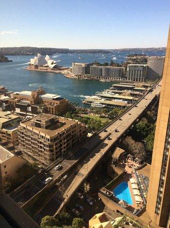 Shangri-La Hotel Sydney: 20th floor opera house/city view room