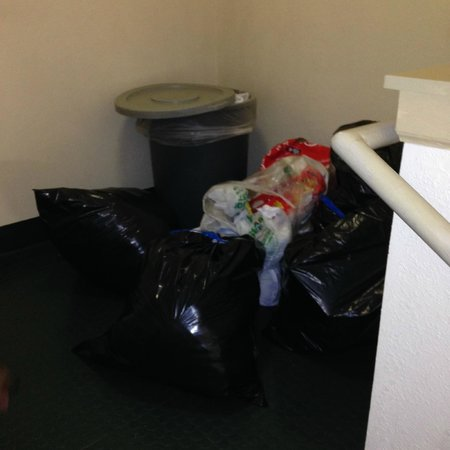 Extended Stay America - St. Louis - Earth City : Trash piled up as you enter guest room hallway