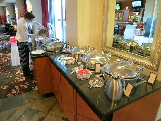 Hilton Vancouver Metrotown: Breakfast buffet in reflect dining room