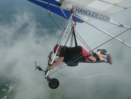 Lookout Mountain Hang Gliding: In the clouds!