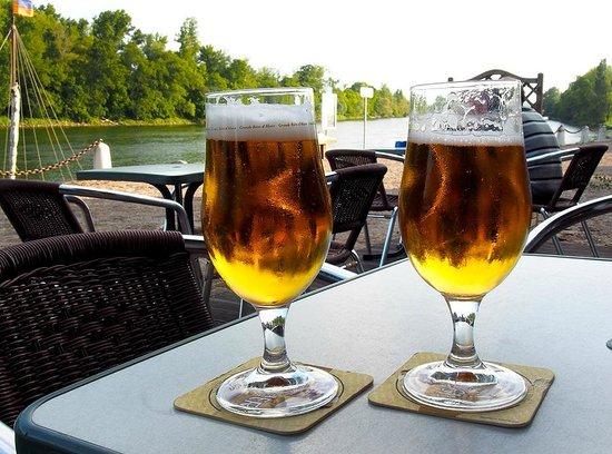 Escale de Loire: Bar near hotel