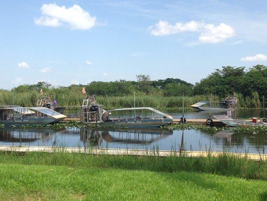Everglades Holiday Park : boats