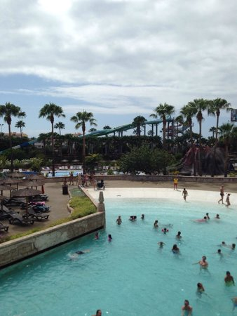 Aqualand Costa Adeje : Wave pool and new slides in background