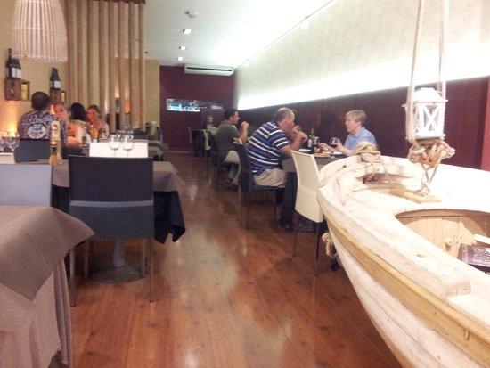 Canela Restaurant: local