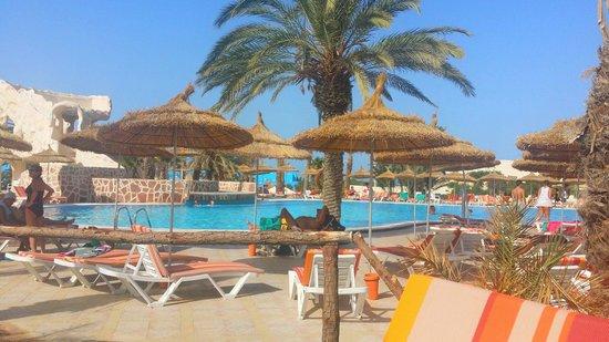 Hotel Les Quatre Saisons: Poscine eau de mer