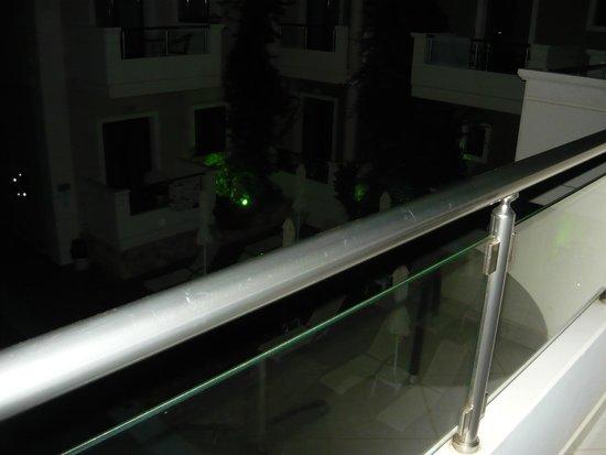 Theros Hotel: il terrazzo sulla piscina
