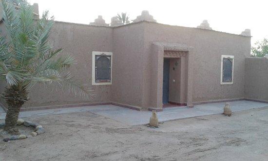 Hotel Tabarkat: Habitacion desde afuera