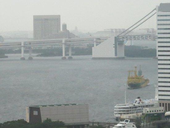 Mitsui Garden Hotel Ginza Premier: 窓からはお台場(レインボーブリッジ)も見えます
