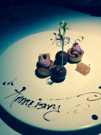Pearl Brasserie: Our very special dessert compliments of the Restaurant for our Wedding Anniversary