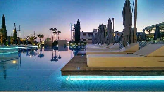 Nestor Hotel The Pool At Night