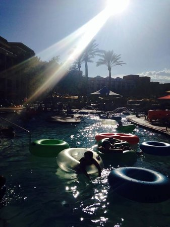 JW Marriott Phoenix Desert Ridge Resort & Spa: Lazy River Fun